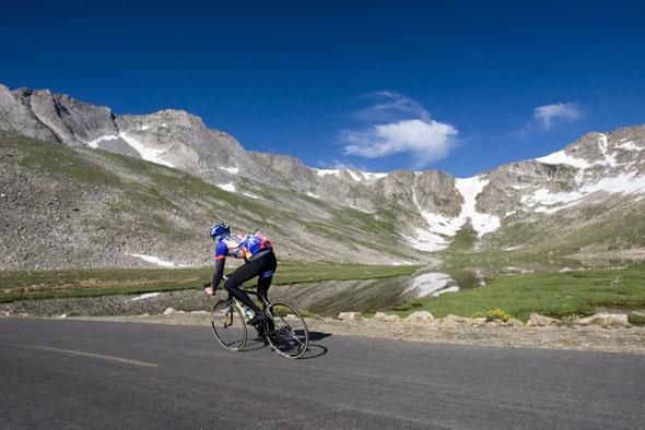 Eine besondere Herausforderung: Strampelnd auf den Mount Evans. (Foto Matt Inden)