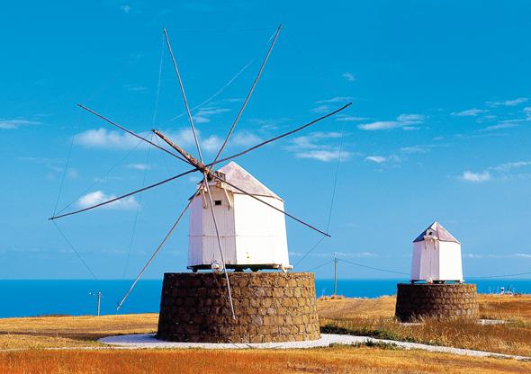 Uralte Windmühlen gehören zu den beliebtesten Fotomotiven in Porto Santo.