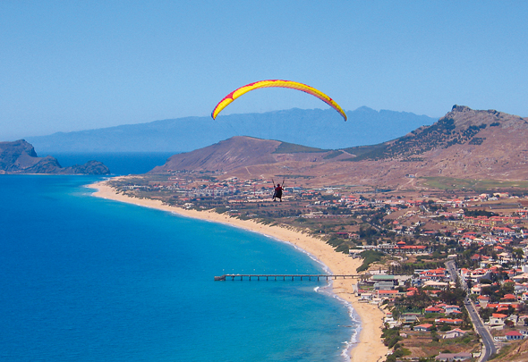 Auch aus der Vogelperspektive ist die Atlantik-Insel überaus faszinierend. (Foto Associação de Promoção da Madeira)