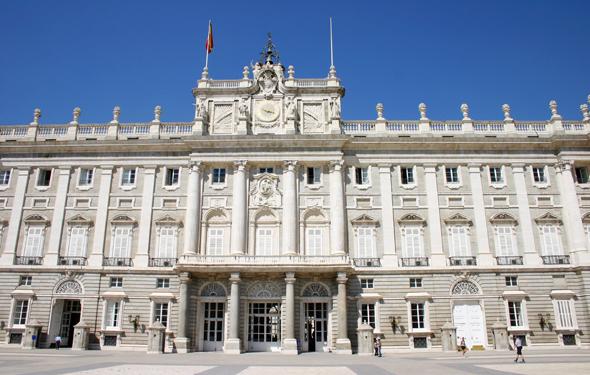 Fer Palacio Real in Madrid ist ein Stadtschloss der Superlative - auch wenn die königliche Familie nur selten hier zu Gast ist. (Foto Karsten-Thilo Raab).