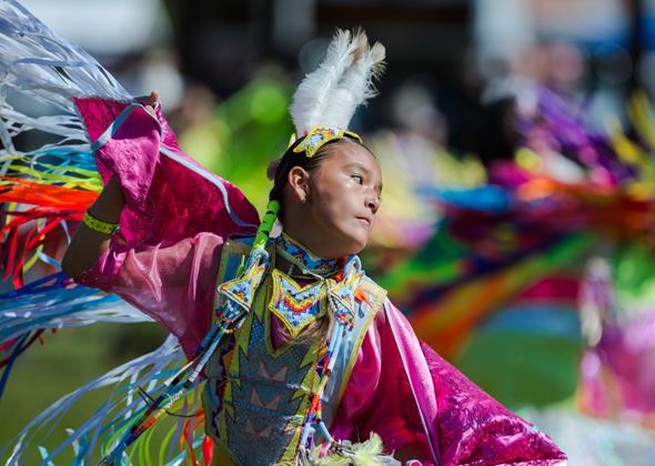 Besonders imposant sind die Pow Wows, bei denen die Ureinwohner nicht nur Tänze vorführen. (Foto ND Department of Commerce)