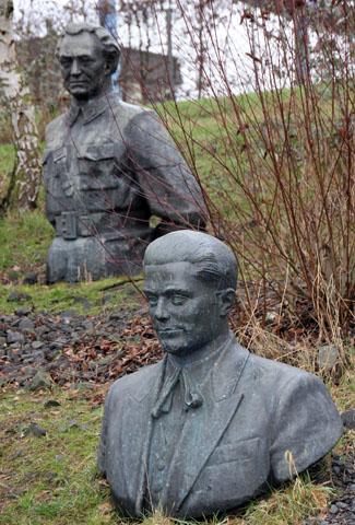Wer genau in der Kommunistenkurve im Seepark Lünen verbuddelt ist, darüber lässt sich nur spekulieren. (Foto Karsten-Thilo Raab)