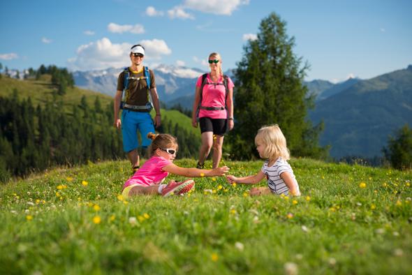 Auch für Familien finden sich zahlreiche Touren, bei denen auch Kinderbeine mühelos mitkommen.