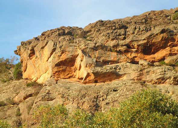 Zerklüftete Felsen prägen das Landschaftsbild im Grampians Nationalpark.