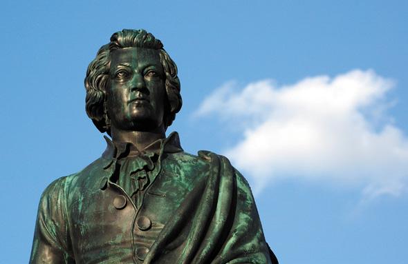 Seinem berühmtesten Sohn, Wolfgang Amadeus Mozart, hat Salzburg im wahrsten Sinne des Wortes ein Denkmal gesetzt.