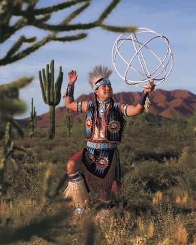 Indianerstämme geben noch heute einen Einblick in ihre ursprüngliche Lebensart.