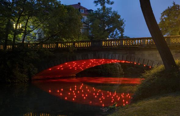 Farbenspiele: Lichtinstallationen wie diese bringen Braunschweig im Sommer 2016 zum Leuchten. (FotoJürgen Brinkmann)