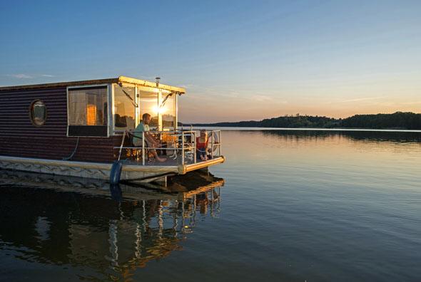 """Den Naturpark """"Uckermärkische Seen"""" erkundet man am besten vom Wasser aus. (Foto: djd)"""