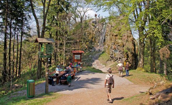 """Der Goethewanderweg führt von Ilmenau auf den Schwalbenstein, wo der Dichter an seinem Werk """"Iphigenie"""" arbeitete. An nur einem einzigen Tag schrieb er hier den vierten Akt dieses Dramas. (Foto: Martin Siebert)"""