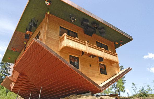 """Perspektivwechsel im """"Haus am Kopf"""" in der Urlaubsregion St. Englmar. (Foto: djd)"""