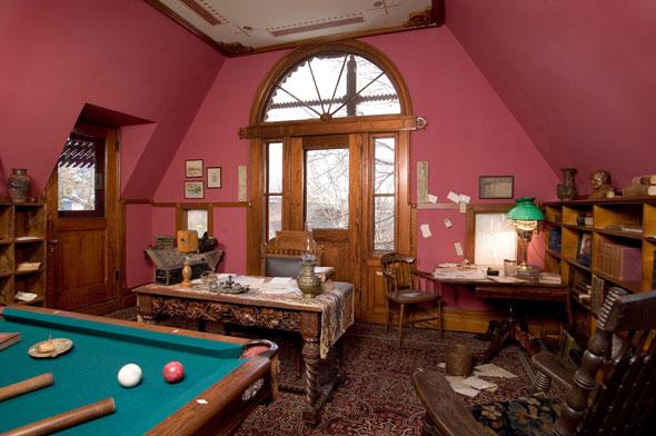 Das Billard- und Arbeitszimmer von Mark Twain im heutigen Mark Twain House & Museum. (Foto John Groo)