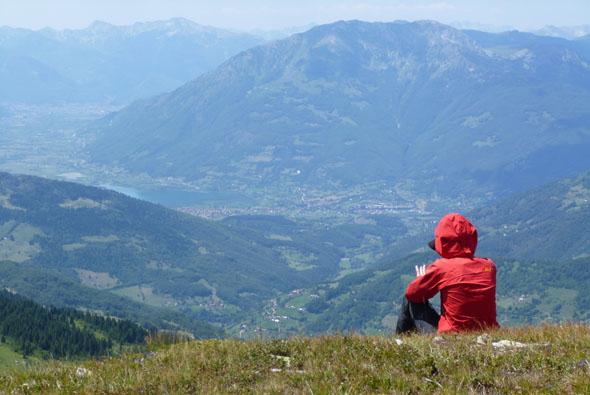Der Rundweg Peaks of the Balkans ist im wahrsten Sinne des Wortes voller Höhepunkte, wie hier der Blick hinab nach Plav dokumentiert. (Foto Jan Dohren)