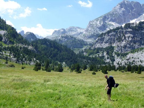 Menschenleer und traumhaft schön: der Streckenabschnitt zwischen Vusanje und Thethi. (Foto Jan Dohren)