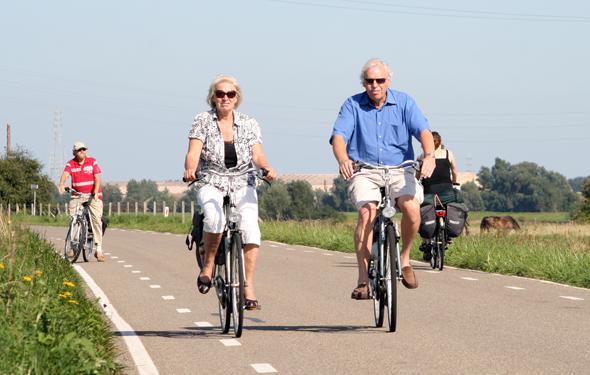 Radfahrern steht - wie hier bei Wageningen - ein gut ausgebautes Radwegnetz zur Verfügung. (Foto Karsten-Thilo Raab)