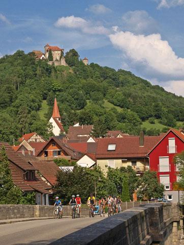 Der rund 332 Kilometer lange Kocher-Jagst-Radweg ist landschaftlich sicherlich einer der schönsten Radwege Deutschlands und bietet eine Reihe kultureller Sehenswürdigkeiten. (Foto: djd)
