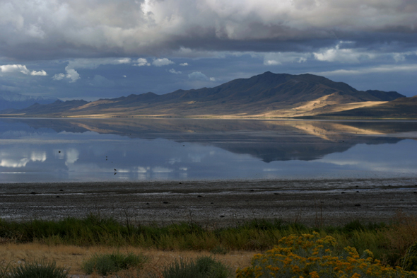 Selbst wolkenbehangen ein landschaftlicher Traum: Antelope Island. (Foto Utah Office of Tourism)