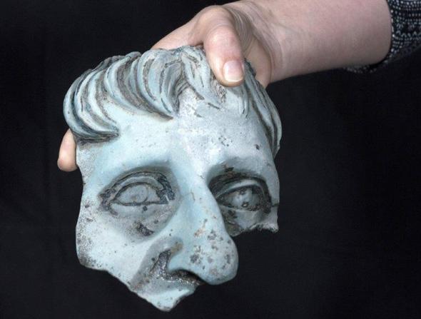 Ein Teil eines Kopfes eines lebensgroßen römischen Statue. (Foto Israel Antiquities Authority)