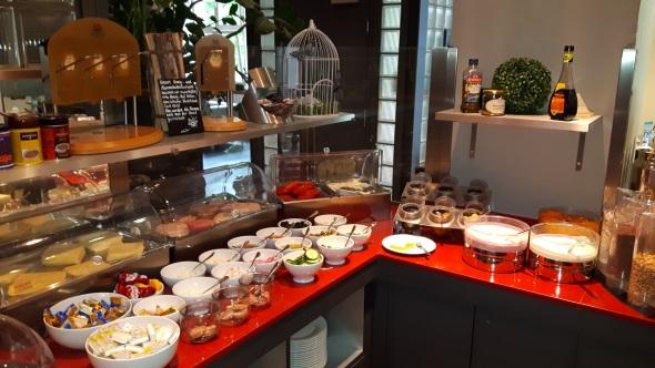 Überaus üppig fällt das Frühstück in der Gästeresidenz aus. (Foto Karsten-Thilo Raab)