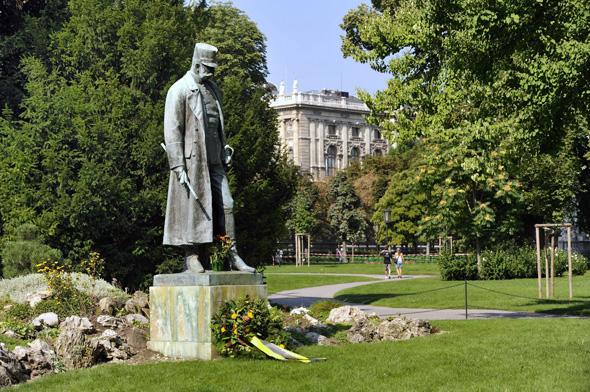 Kaiser Franz Joseph-Denkmal im Burggarte. (Foto Schaub-Walzer)