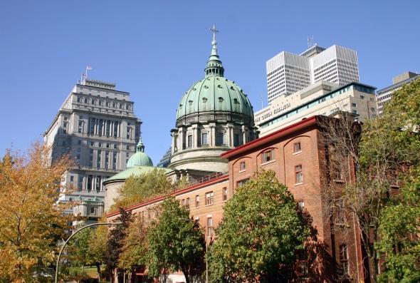 Historische Prachtbauten finden in Montreal Platz neben Wolkenkratzern. (Foto Karsten-Thilo Raab)