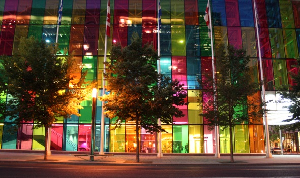 Faszinierendes Spiel der Farben am Palais de congres de Montreal. (Foto Karsten-Thilo Raab)