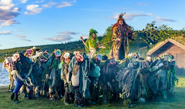 Malerische Kulisse: Theater am See beim Peer Gynt Festival. (Foto Bård Gundersen)