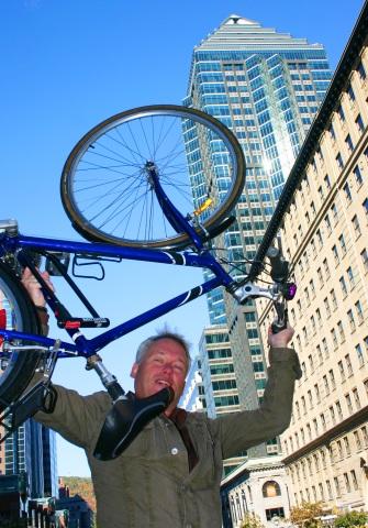Das Radfahren zwischen den Wolkenkratzern der Millionenmetropole lässt sich überraschend einfach stemmen. (Foto Karsten-Thilo Raab)