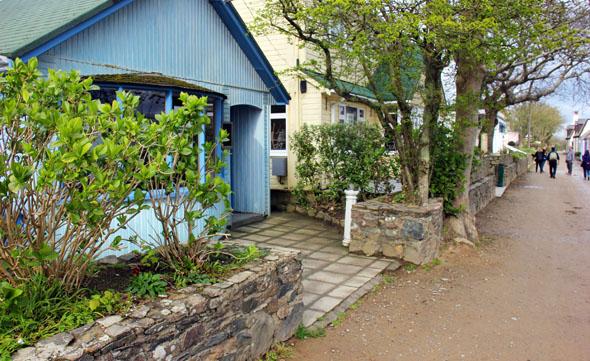Lediglich 720 Häuser finden sich auf der gesamten Kanalinsel. (Foto Karsten-Thilo Raab)