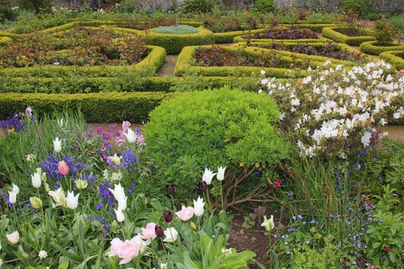Sogar tropische Pflanzen gedeihen in den prächtigen La Seigneurie Gardens. (Foto Karsten-Thilo Raab)