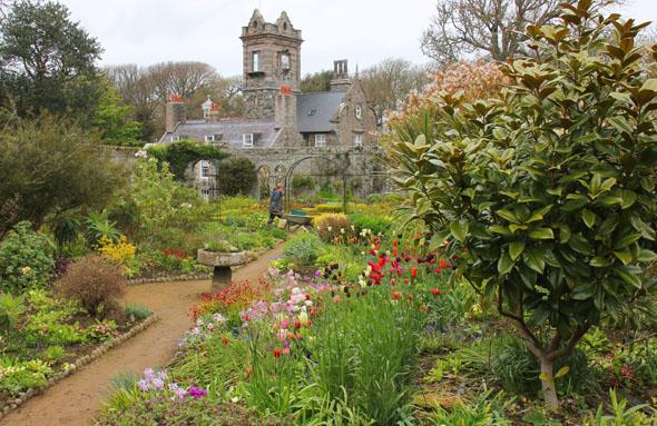 Das stolze Herrenhaus La Seigneurie mit den gleichnamigen Gärten. (Foto Karsten-Thilo Raab)