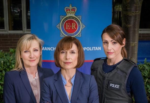 Geballte Frauenpower aus Manchester: Die Polizistinnen Janet Scott (Lesley Sharp), Gill Murray (Amelia Bullmore) and Rachel Bailey (Suranne Jones). (Foto ITV/Ben Blackall)