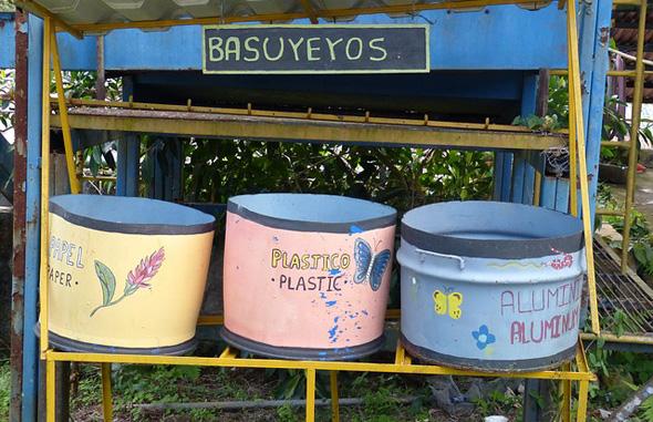Auch Mülltrennung wird selbst im kleinsten Dorf gelebt.