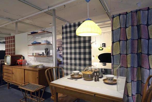 Beim Anblick der Ausstellung füllt sich manch einer an seine Möbelkäufe erinnert. (Foto Udo Haafke)