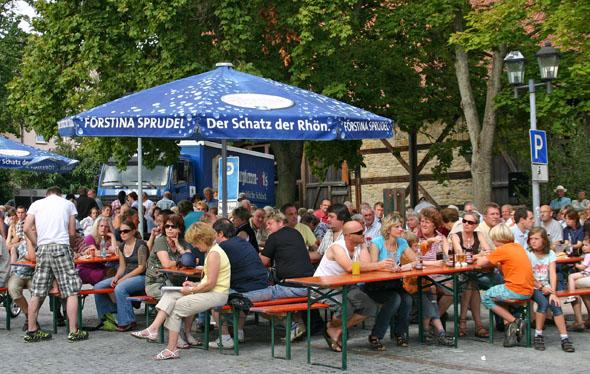 """Der """"Ostheimer Schnaidmart"""" lädt alljährlich zum geselligen Beisammensein ein. (Foto: djd)"""