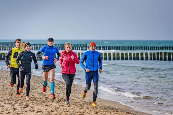 """Die unterschiedlichen Strecken beim Event """"Dünenläufer"""" in Graal-Müritz führen zum Teil direkt am Meer entlang. (Foto: André Pristaff)"""