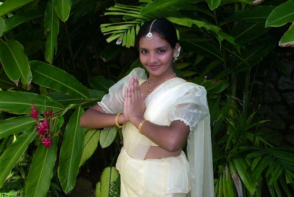 """Ayubowan - die Handflächen aneinander gelegt wünschen die Singhalesen mit diesem Begrüßungswort ihren Mitmenschen ein """"langes, glückliches Leben""""."""