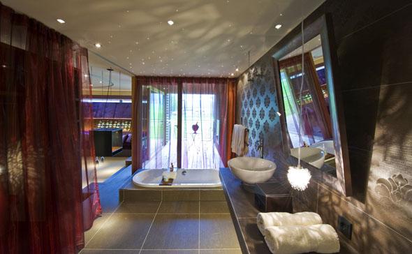 Überaus stilvoll muten auch die Badezimmer an.