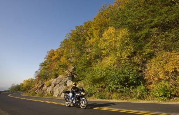 Ein Traim für Motorradfahrer: der Blue Ridge Parkwayin North Carolina. (Foto Russ)