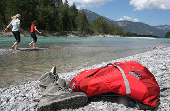 Überaus erfrischend ist das eisige Wasser des Lechs - da werden müde Wanderer in Sekundenschnelle wieder wach. (Fotos Werbegemeinschaft Lech-Wege)