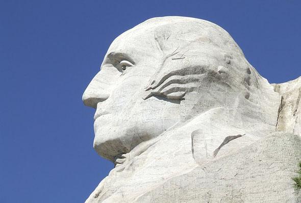 Das Mount-Rushmore-Monument ist Kulisse verschiedener Spielfilme. Zu den bekanntesten Filmszenen gehört der dramatische Showdown des Films Der unsichtbare Dritte von Alfred Hitchcock, bei dem Eva Marie Saint und Cary Grant zwischen den Präsidentenköpfen um ihr Leben kämpfen