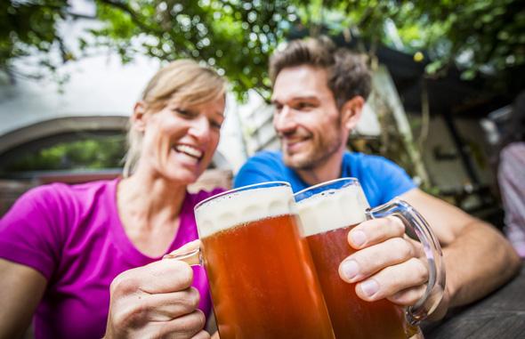 Der Zoigltradition sollten nicht nur passionierte Biertrinker unbedingt folgen. (Foto Tourismuszentrum Oberpfälzer Wald)