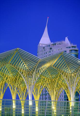 Neben vielen deutsamen Gebäuden findet sich in Lissabon auch jede Menge moderner Architektur.