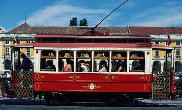 Ein Muss in Lissabon: die Fahrt mit einer historischen Straßenbahn.