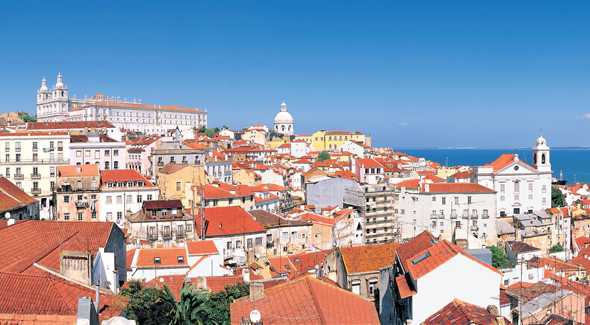 Von den verschiedenen Aussichtsplattformen bieten sich herrliche Blicke auf die Stadt und den Tejo.