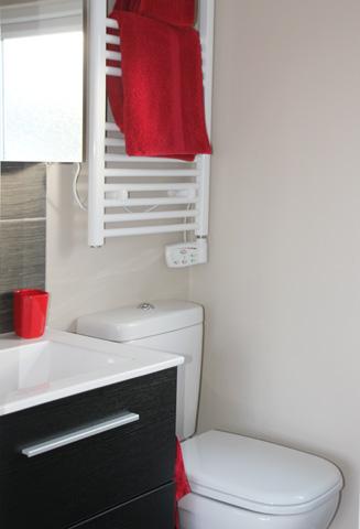 Modern und zwecksmäßig sind die Badezimmer im Ziggurat. (Foto Karsten-Thilo Raab)