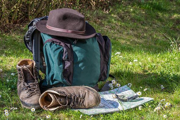 Auch wer einen Gepäcktransport in Anspruch nimmt, sollte das Wichtigste im Tagesrucksack dabei haben.
