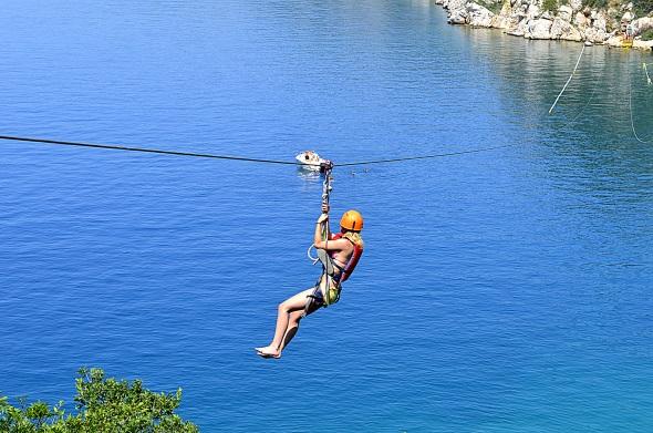 Besonderer Nervenkitzel in der Kvarner: Ziplining über dem Meer. (Foto ART)