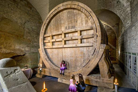 Das weltweit älteste erhaltene Riesenweinfass ist im Jagdschloss Spiegelsberge in Halberstadt zu bewundern. (Foto: U.Schrader)
