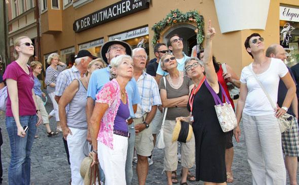 Regensburg kann man im Rahmen von insgesamt 57 verschiedenen Themenführungen kennenlernen. (Foto: Brunner-Ott)