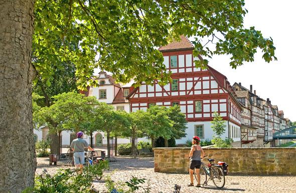 Der Marstall gegenüber dem Landgrafenschloss in Rotenburg an der Fulda wurde 1603 errichtet. (Foto: djd)